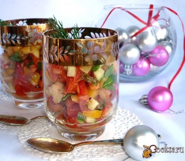 Освежающий,легкий,вкусный и очень нарядный салат с пикантной заправкой - ему всегда найдется место на праздничном столе.Обычный набор овощей с необычной заправкой - никогда не остается на столе!Лучше всего подать его в порционных бокальчиках небольшого объема.