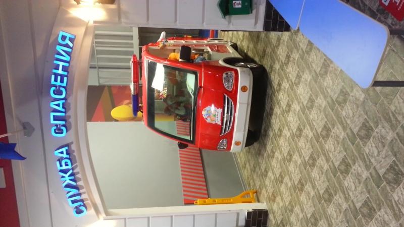 Пожарная машина в детском городе Кидбург