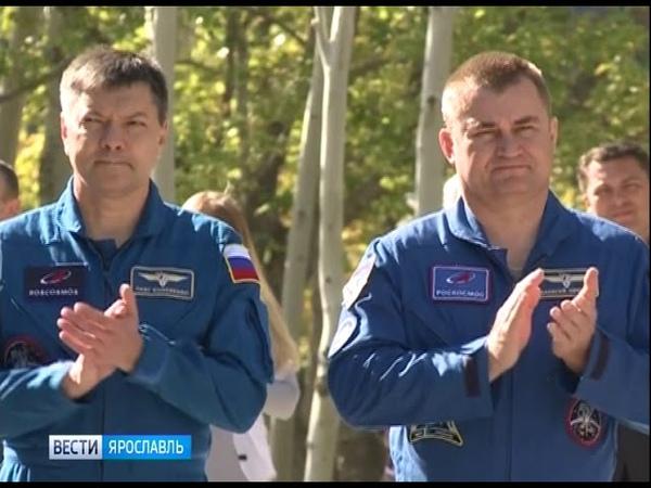 На Байконуре подняли флаги стран, участвующих в запуске ТПК «Союз МС-10»