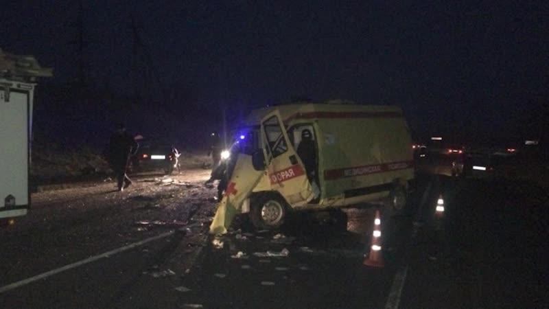 Шесть человек погибли в ДТП с каретой скорой помощи и легковушки в Краснодарском крае