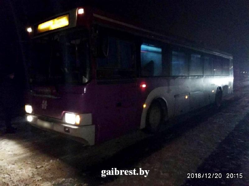В Ляховичском районе автобус переехал лежавшего на дороге велосипедиста