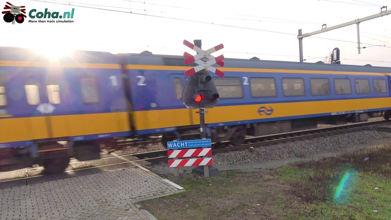 Aki Spoorwegovergang Breda -😍4K😋 Dutch railroad crossing