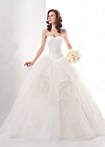 Платье с декольте корсет
