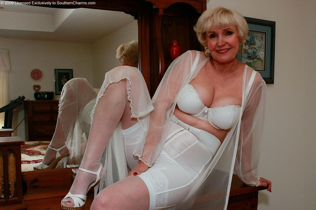 Женщины дрочат в панталонах фото 642-216