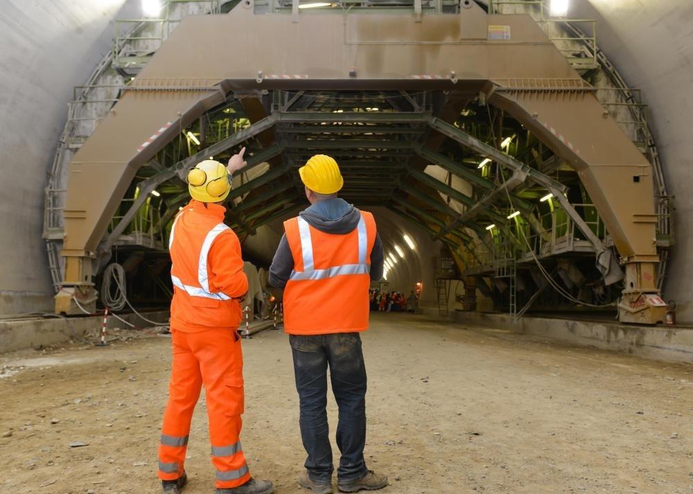 Строительство тоннеля требует очень специфического анализа почвы в этом районе.