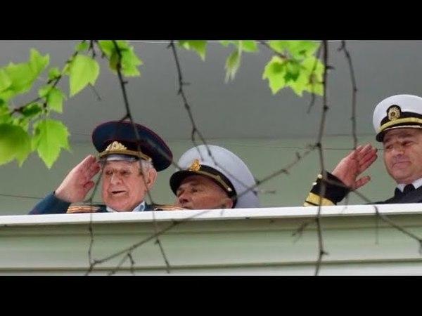 Учитесь, ватники! - В Одессе моряки провели небольшой парад под балконом 97-летнего ветерана