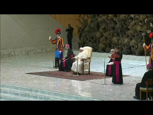 Папа Римский столкнулся с очень непослушным мальчиком…