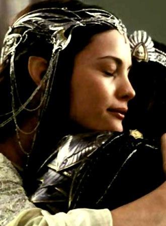 От меча или от медленной старости Арагорн умрет. И ты не найдешь утешения. Ничто не умалит боль этой утраты. Он встретит смерть, воплощая величие короля людей, увенчанный славой, которая не померкнет до последнего дня существования мира. Но ты будешь влач