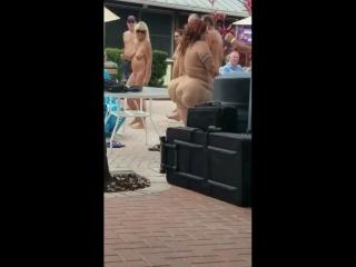 Нудистка натуристка голая большая жопа на пляже