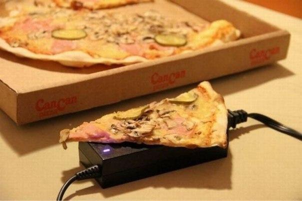 Вполне действенный способ подогревать пиццу, сидя за компьютером…. (1 фото) - картинка