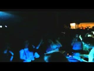 813 plays 2 fresh tunes on Safari with UZ