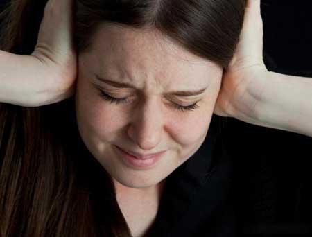 Алпразолам используется для лечения тревожных и панических расстройств.