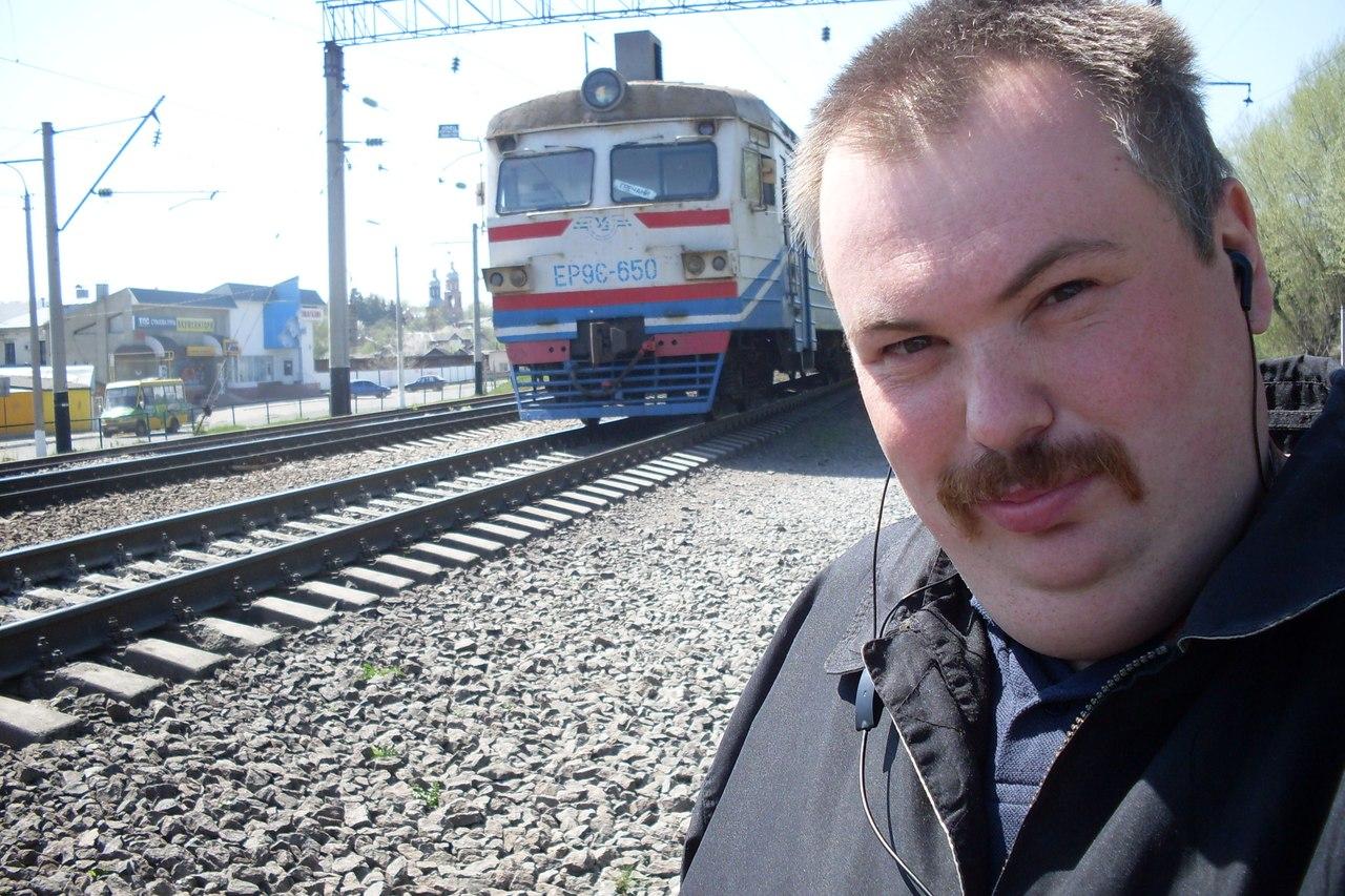Чувак між поїздами 15 фотография