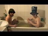 Идиоты взрывают петарды в ванной