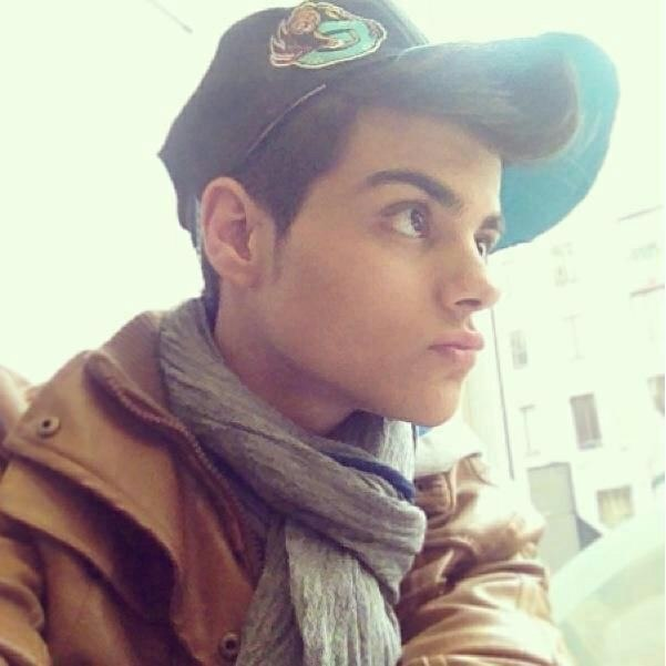 abraham mateo updated his profile picture