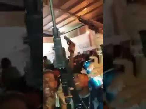 Traficantes Do MDC Dançando Com Fuzis em Baile Funk BHéNoiz