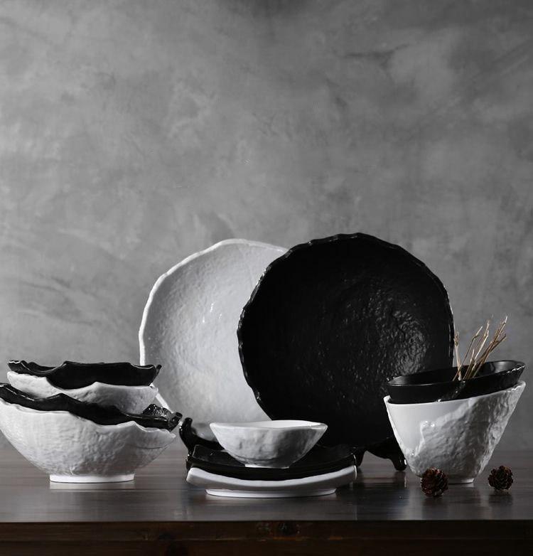 Красивый набор керамической посуды в виде папье-маше -