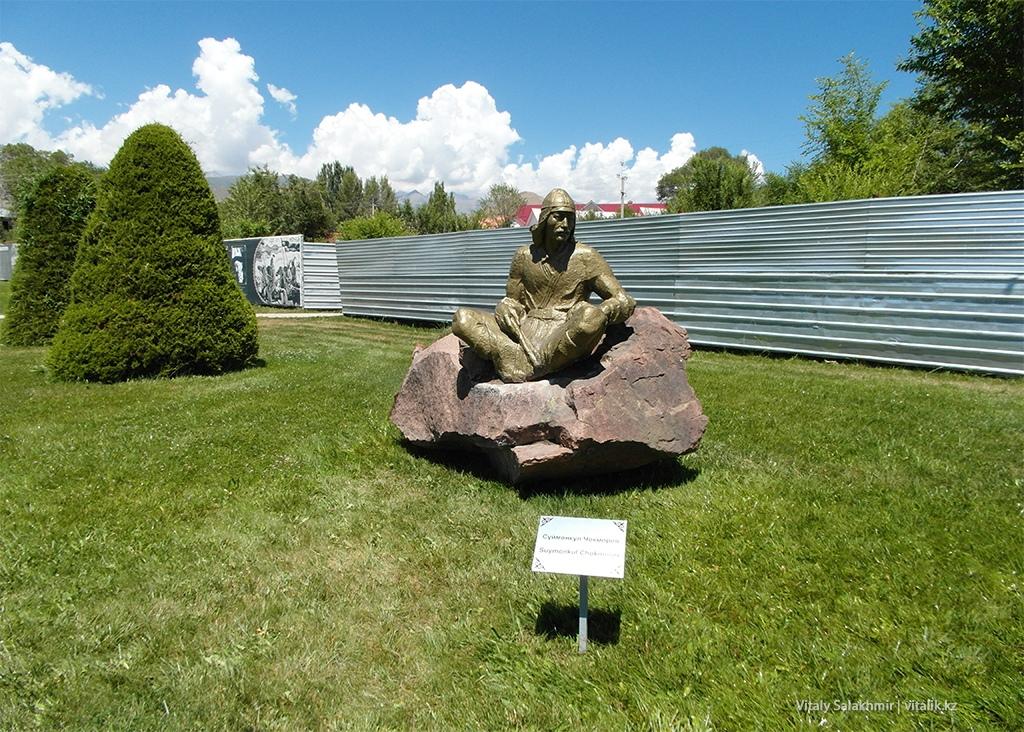 Суймонкул Чокморов, скульптура в Рух Ордо