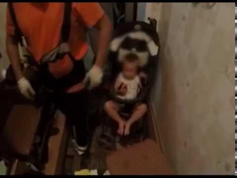 Ярославским спасателям пришлось через окно проникать в квартиру, чтобы спасти ребёнка