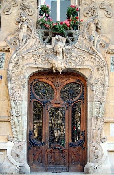 Подборка необычных дверей мира