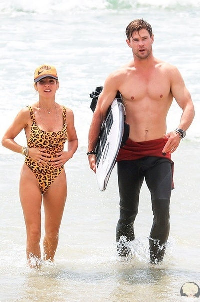 Крис Хемсворт и Эльза Патаки отдыхают на пляже