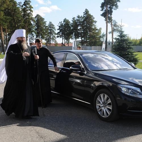 Саратовский митрополит объяснил, почему священники должны ездить на дорогих автомобилях