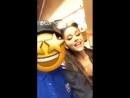 Ariana Grande com um fã. 25.07