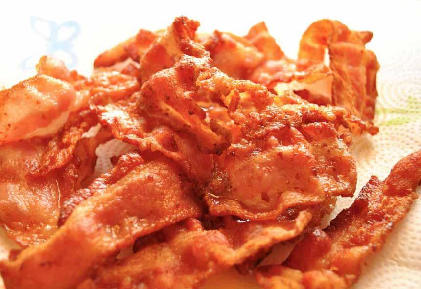 Основная причина сердечных приступов, артеросклероз, может быть вызвана диетой жирной пищи.