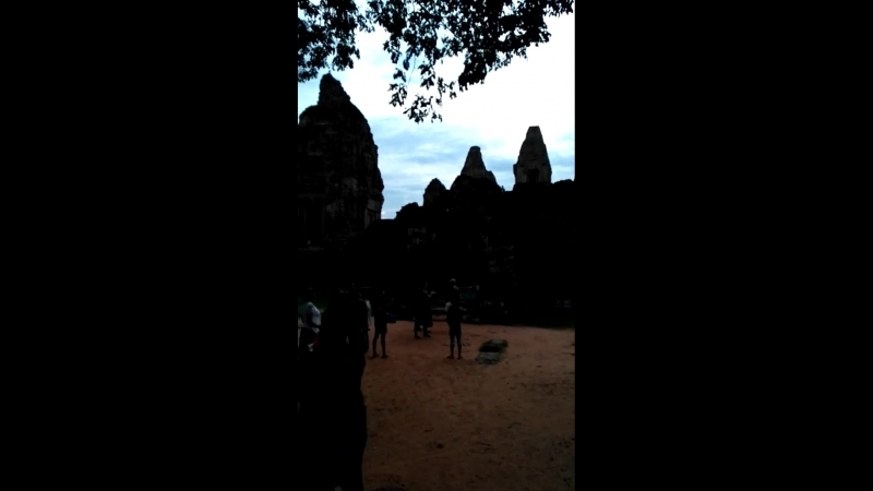 камбоджийская торговля у храмового комплекса Angkor vat