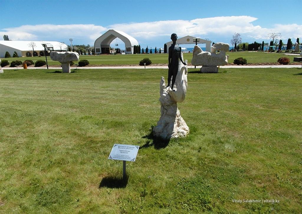 Уплывающий с мечтой, скульптура в Рух Ордо 2018