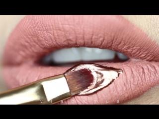 Vladamua Rose Gold Dripping Lip Art