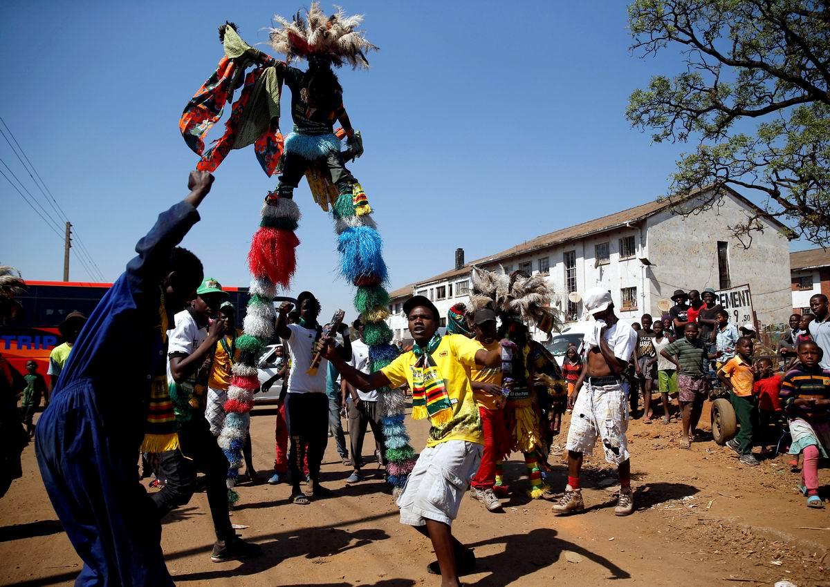 Парень на трехметровых ходулях: Уличные танцы по-зимбабвийски