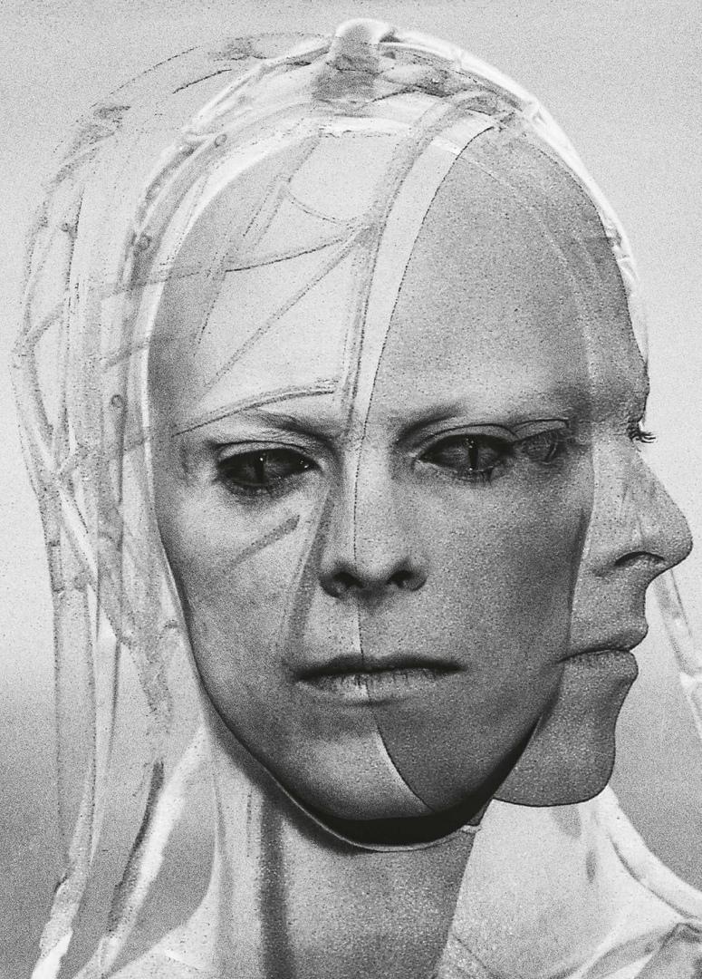 Издательство Taschen опубликовало книгу фотографий Дэвида Боуи со съемочной площадки фильма Человек, который упал на Землю.