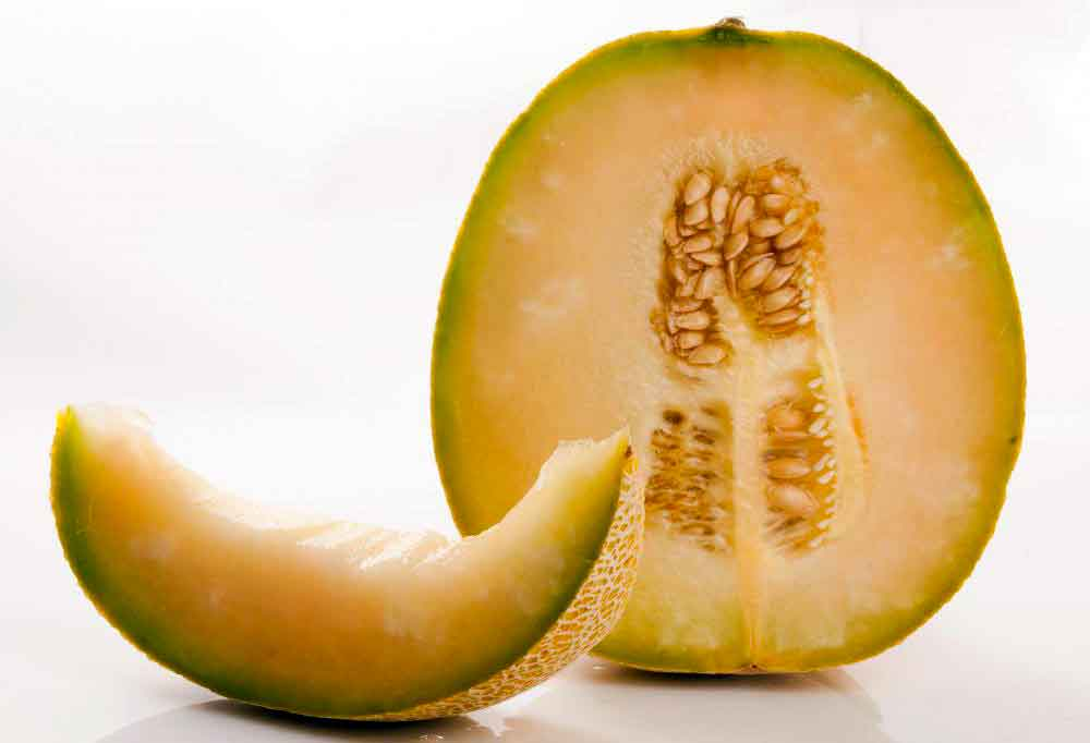 Фрукты с высоким содержанием клетчатки, такие как дыня, хороши для включения в домашнюю диету для очищения кишечника.