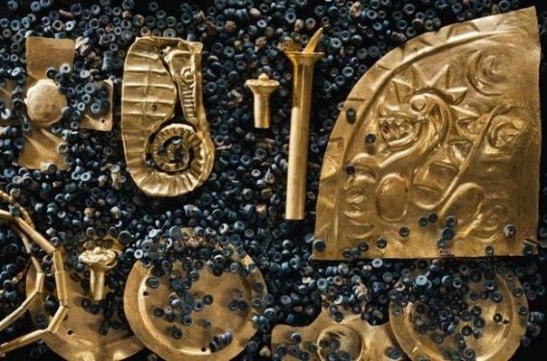 золото неизвестной цивилизации в местечке эль каньо в панаме археологи обнаружили захоронение 700-1000 гг. н.э., в котором были найдены многочисленные предметы из золота и драгоценные камни,