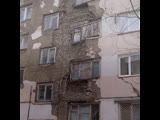 В Саратове чиновники отремонтировали квартиры балками и брёвнами