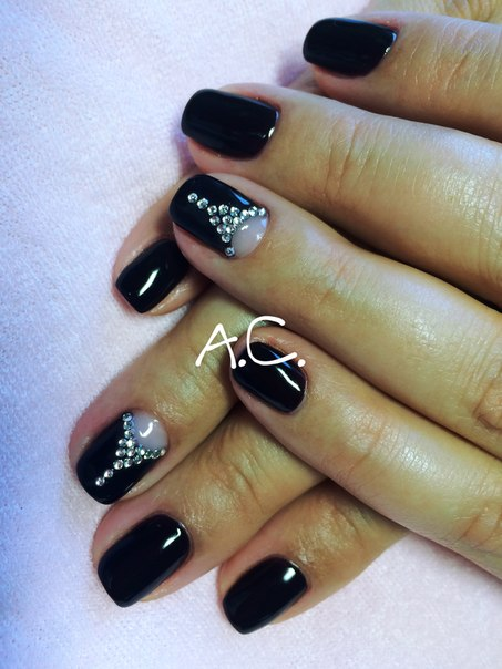 Черный маникюр гель лаком на короткие ногти фото