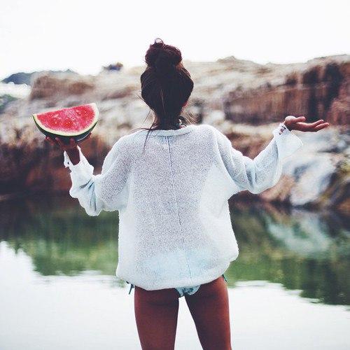 Милый, жизнь слишком коротка, чтобы тратить ее на диеты, жадных мужчин и плохое настроение....