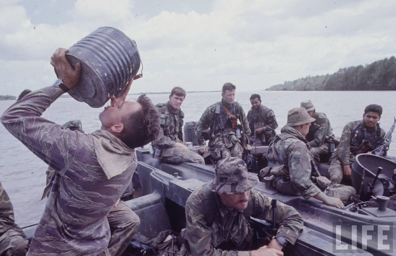 guerre du vietnam - Page 2 CaIEhPy-OYo