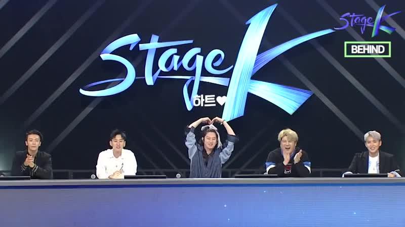 4월 21일 일요일 밤 9시에 방송될 스테이지K 포스 있게 앉아있다가도 팬들의 반응에 리액션 넘치는 슈퍼주니어 비하인드 풀샷 영상 JTBC 글로벌