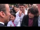 Emmanuel macron Le jour où tu veux faire la révolution, t'apprends d'abord à avoir un diplôme. Emmanuel Macron fait la leçon