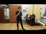 В нашей эстрадной студии новый солист -Николай Новиков.