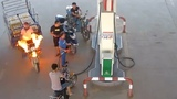 A gas station staff member puts out tricycle fire in 12 seconds
