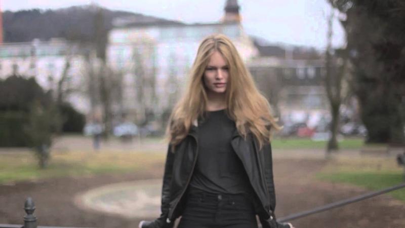 Anna Ewers Natural