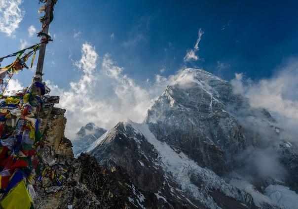 Вершина, которую называют дочерью Эвереста — Пумо-Ри (7161 м). Автор фото — Сергей Вакорин: nat-geo.ru/photo/user/249111/