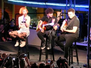 5/13 Paramore - Beginning of Misguided Ghosts @ Parahoy #2, 3/09/14