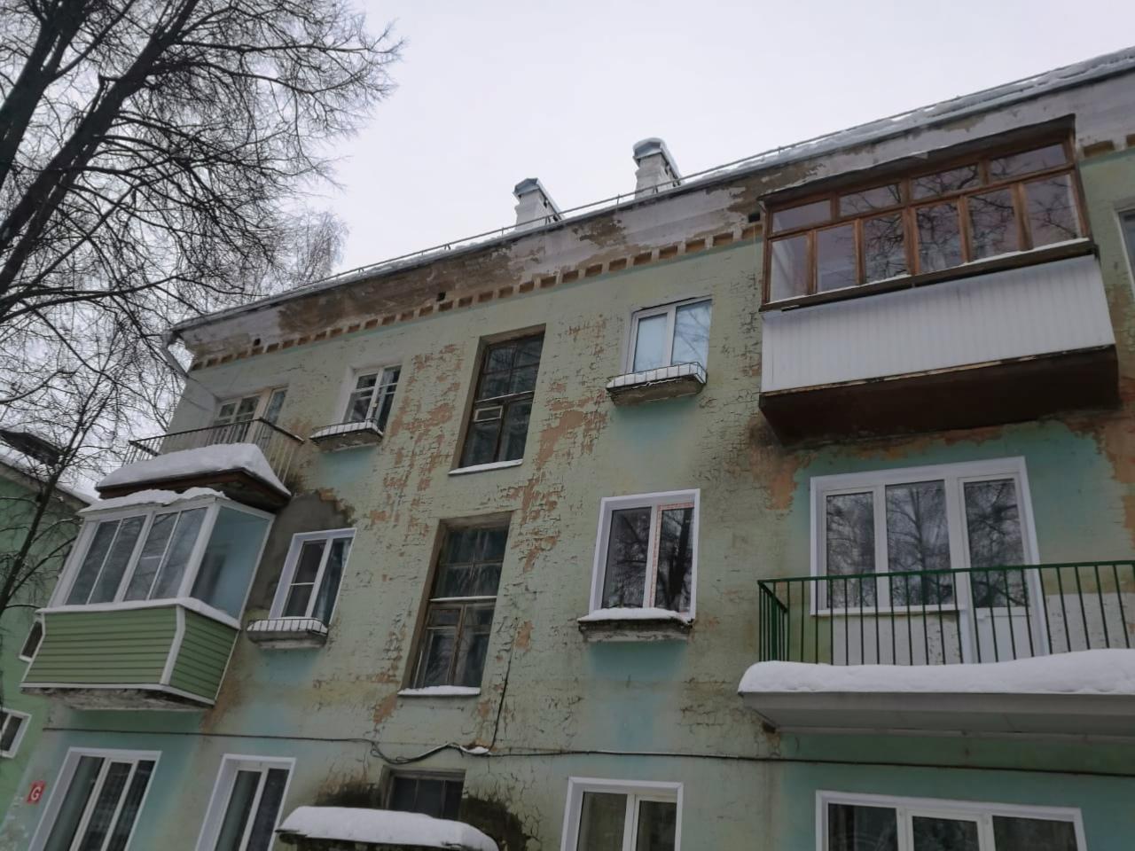 Очистили кровлю на Комсомольской, 9