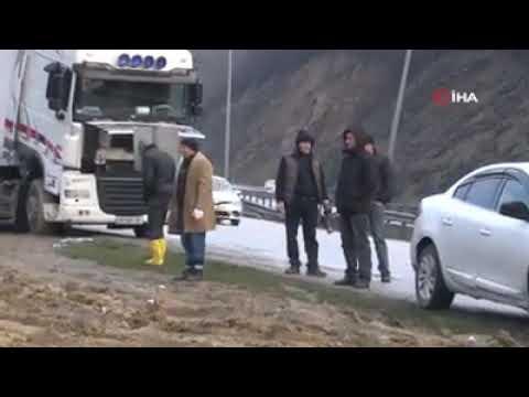 Samsunda trafik kazası tır ikiye katlanmış