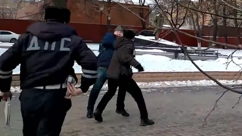 Драка на ровном месте Странный полицейский и быдло Воронеж