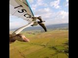 Если позволяет погода, пилот Кристиан Моуллец почти ежедневно парит с птицами)